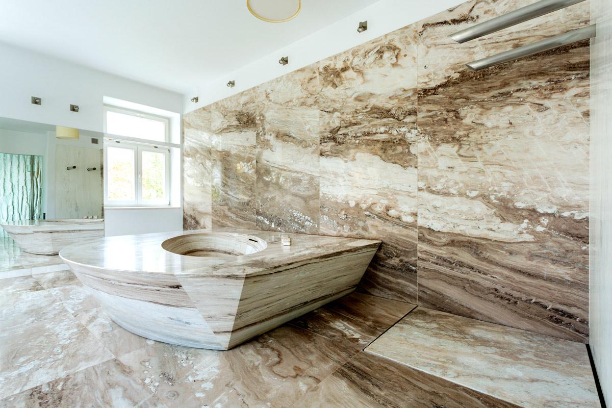 Bagno Moderno Di Lusso: Bagno con vasca. 20 idee di arredamento bagno in grig...