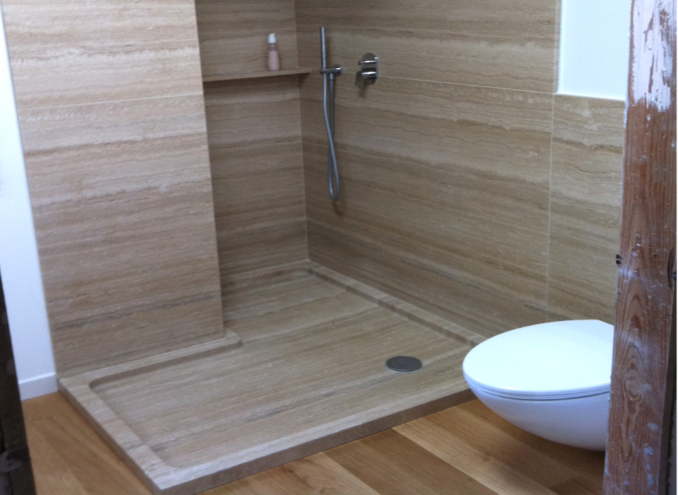 Piatti doccia: pro e contro di tutti i materiali ...
