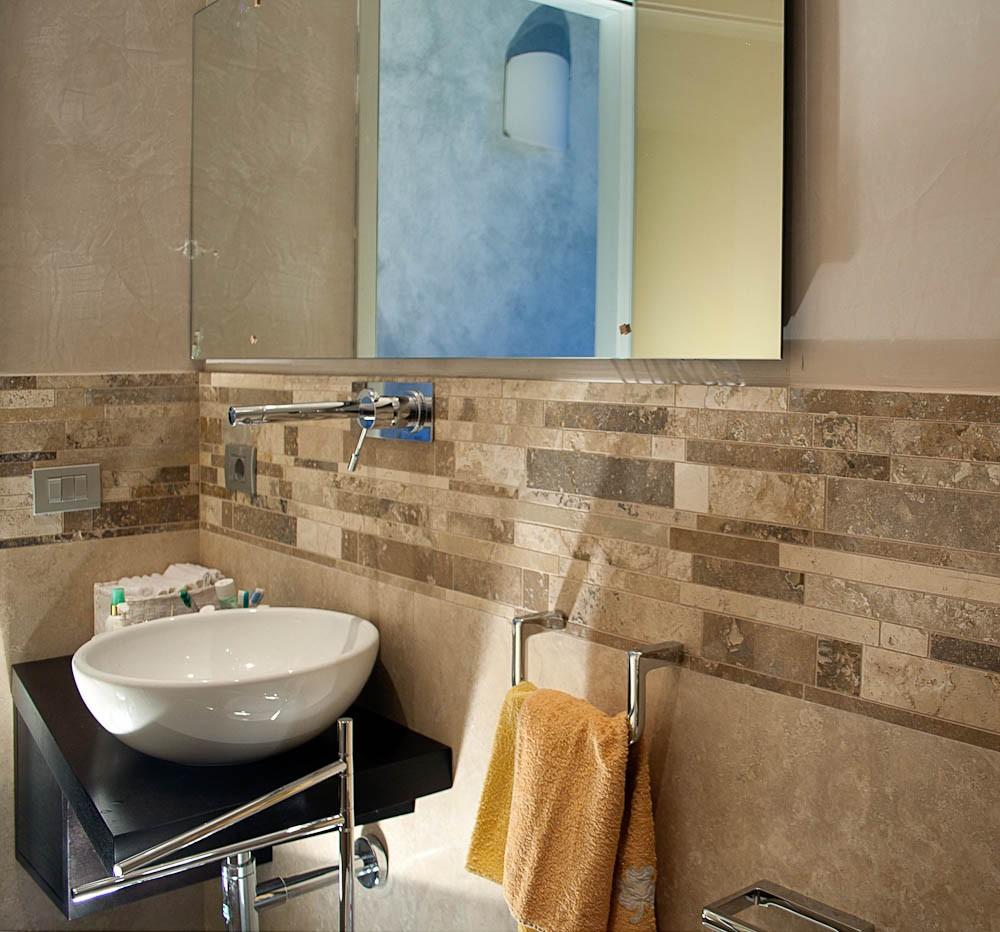 Bagni piccoli in camera da letto - Piastrelle per bagno rustico ...