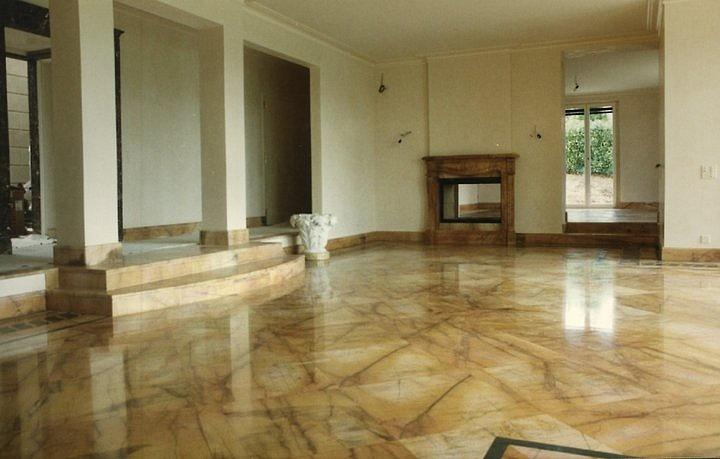 Da picasso marmi e travertini arezzo pavimenti in marmo for Pavimenti per soggiorno foto