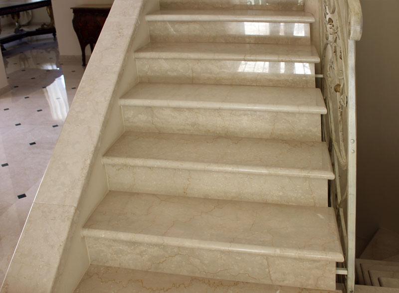 Da picasso marmi e travertini arezzo scale in marmo for Marmi scala